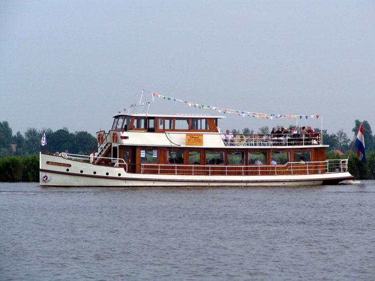 rondvaartboot joure
